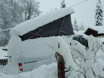 Schnee über dem Cali-Bett